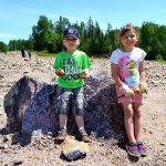 Children digging amethyst
